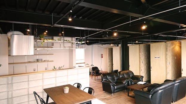 個室スペースを中心に、121㎡の空間を自由に使用できます。