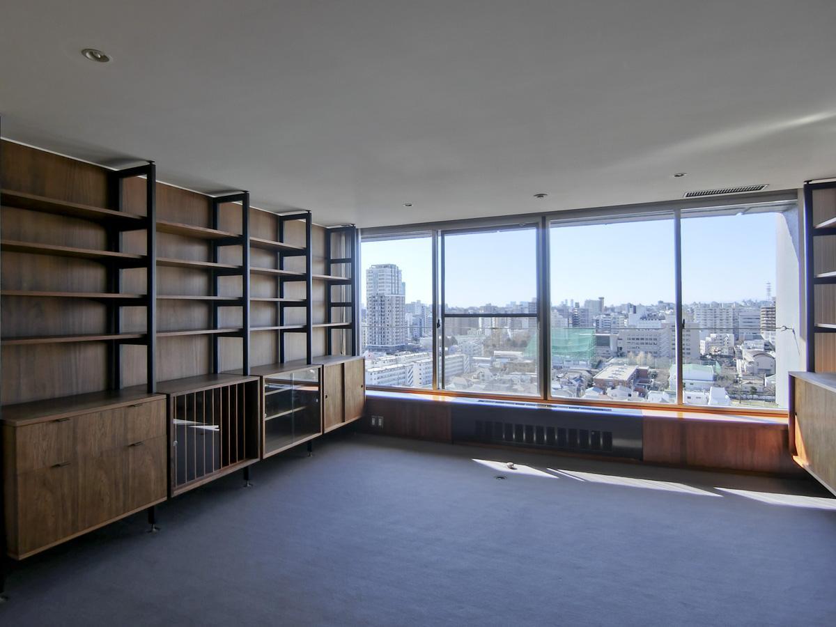 約15.2帖の洋室。棚などはそのまま使えます