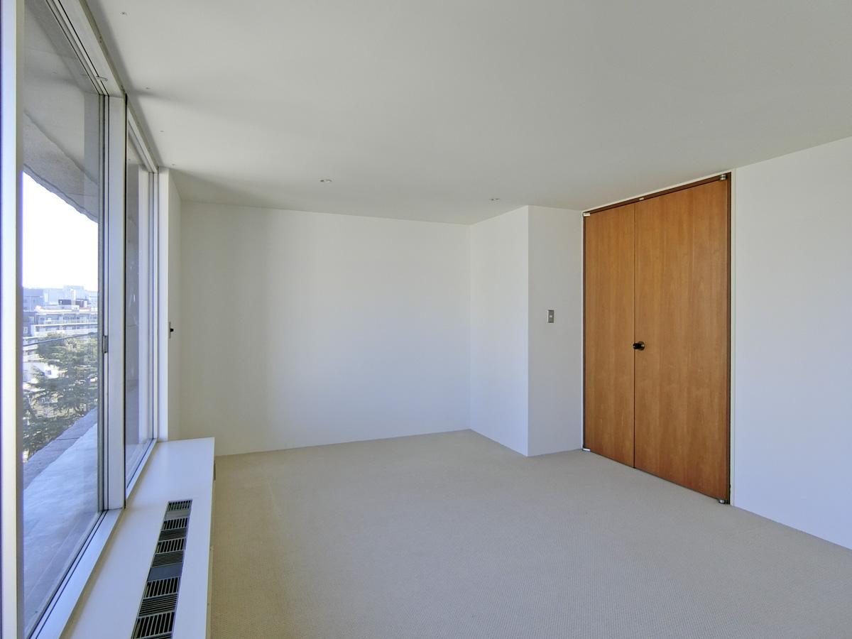 約12.5畳の洋室