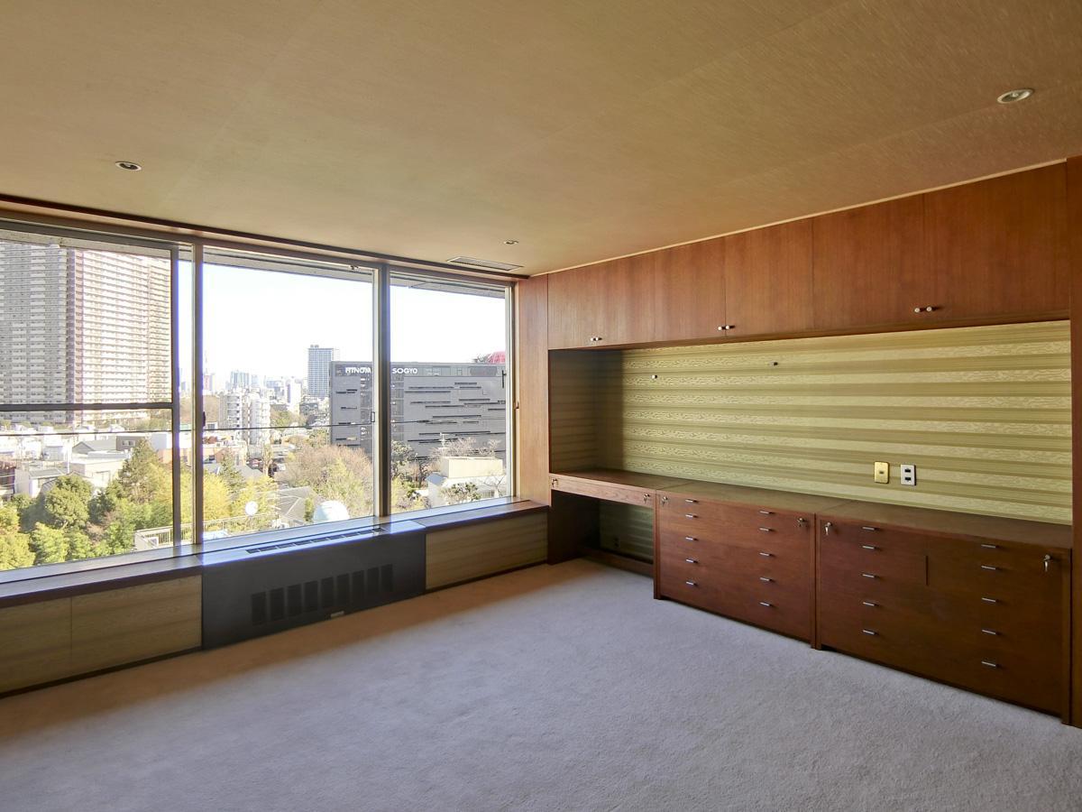 北側、約11.5畳の洋室。ここは書斎としても使えそう
