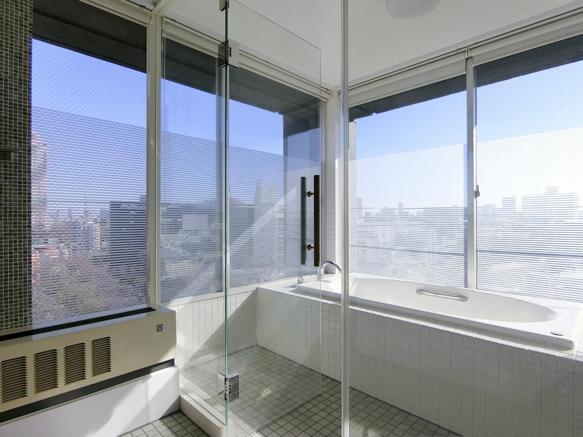 東側の浴室は、絶景