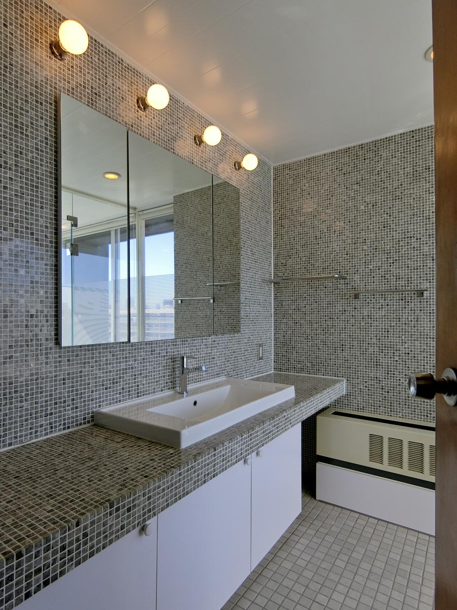 東側の浴室