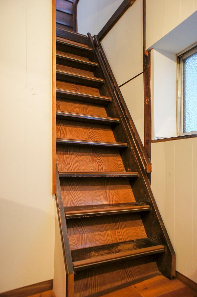 階段、急です