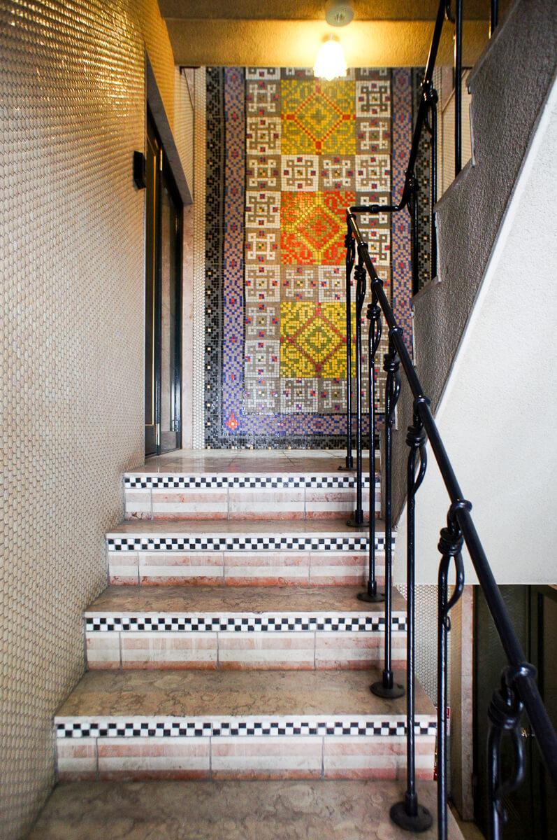 大理石の階段と手すりにまでこだわった意匠