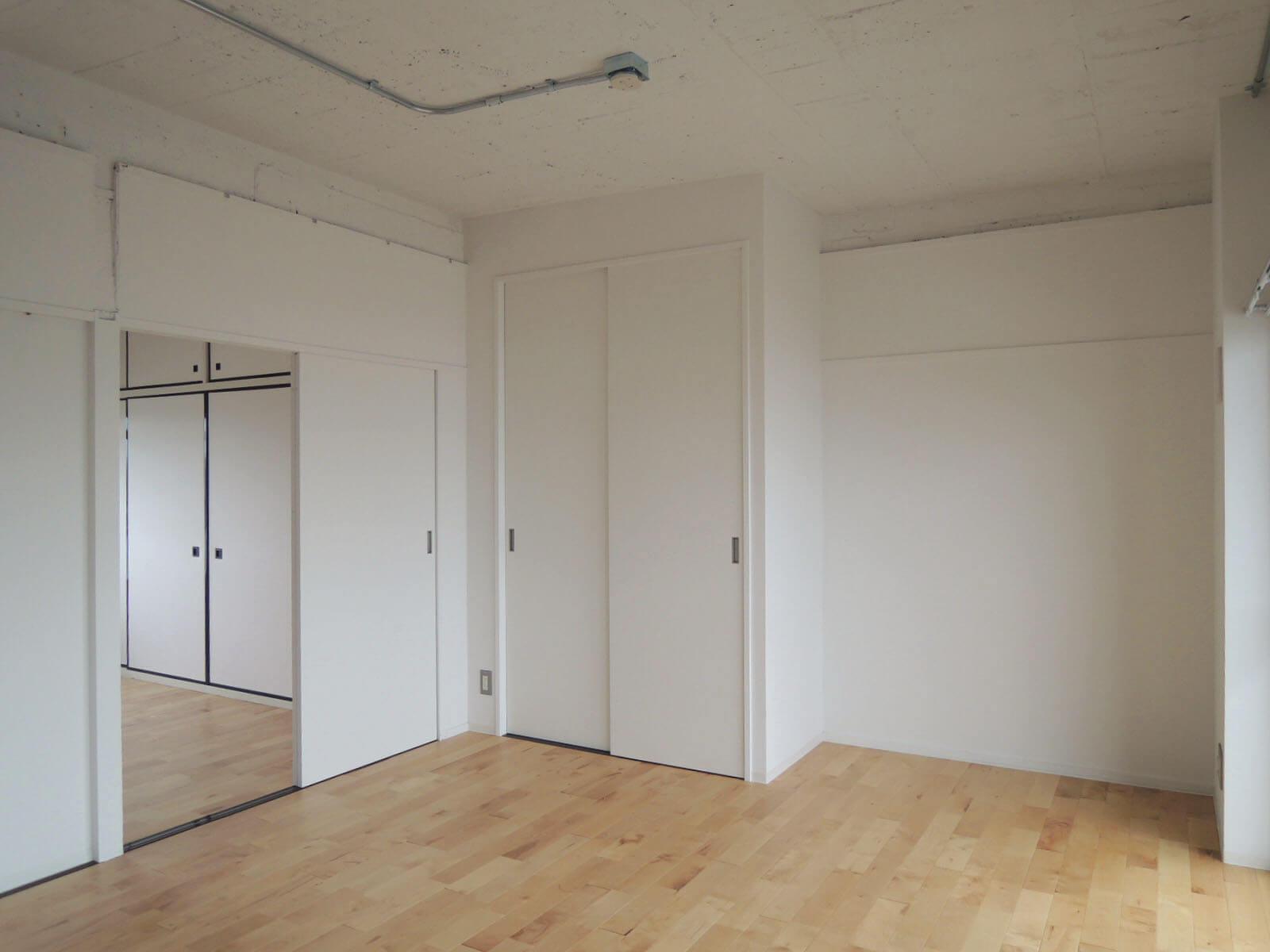 引戸を外してしまえば、2部屋繋げて広いリビングに。
