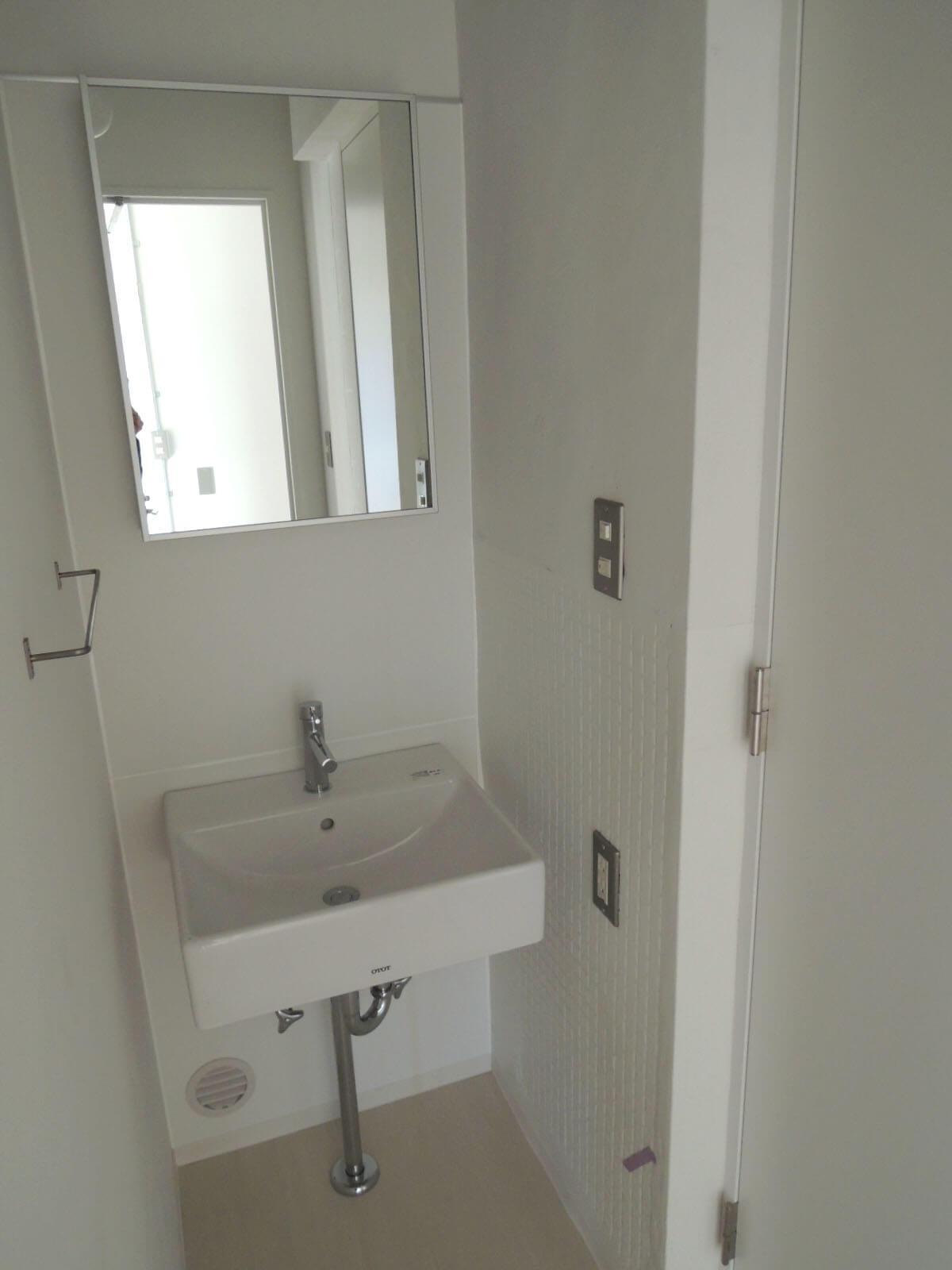 バストイレが両側に分かれています。