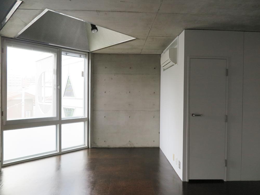 向って右の扉はウォークインクローゼット