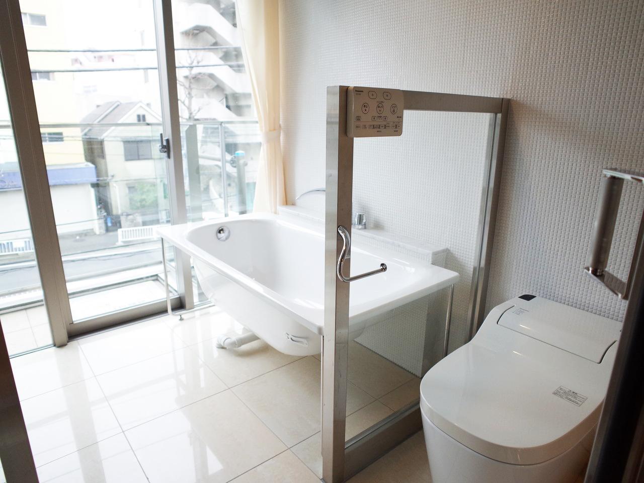 ワンルームには珍しい、ぜいたくな仕様のバスルーム