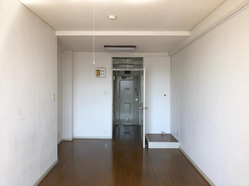ドアの右側は洗濯機置き場
