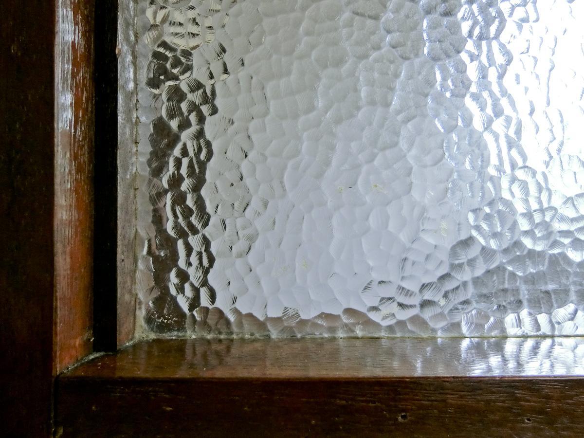 1階:懐かしい型ガラス