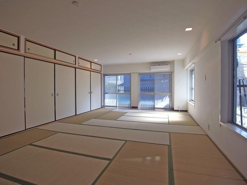 2階ですが、角部屋なので日中も明るいです。