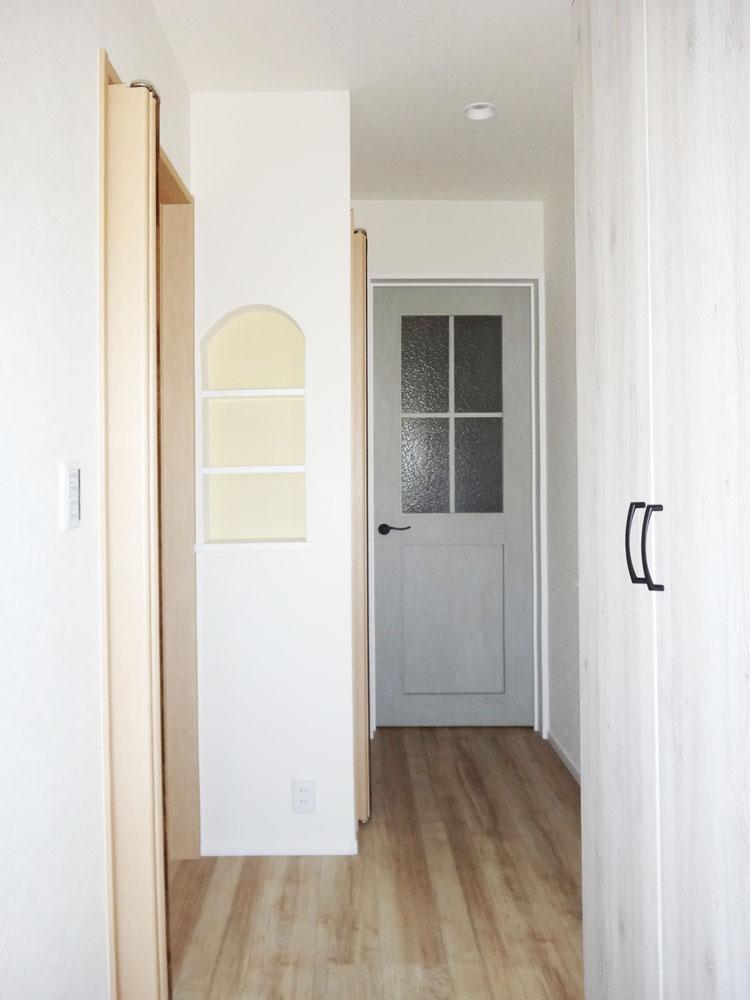 玄関と廊下。