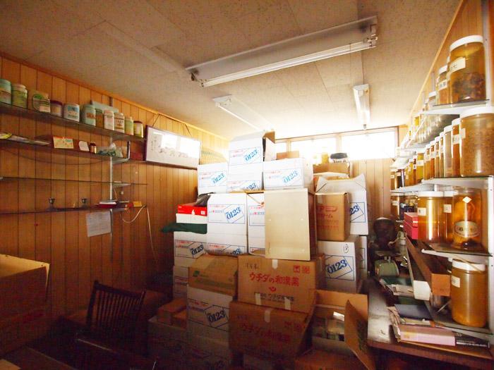調剤室の中。荷物は撤去される。