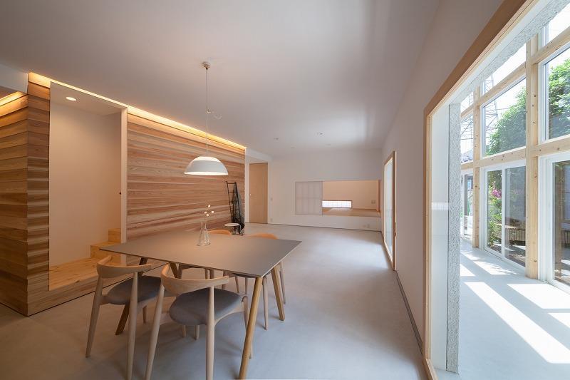 西粟倉村産の木材をアクセントとした室内壁