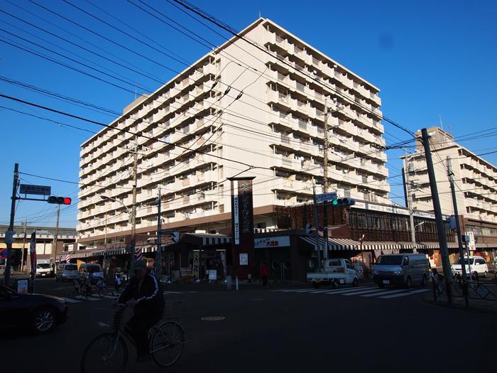 3階以上には住居が入っている。