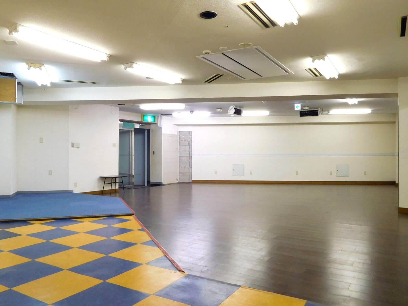 元厨房ゾーン。床の処理やスケルトン渡しなども相談可能です。