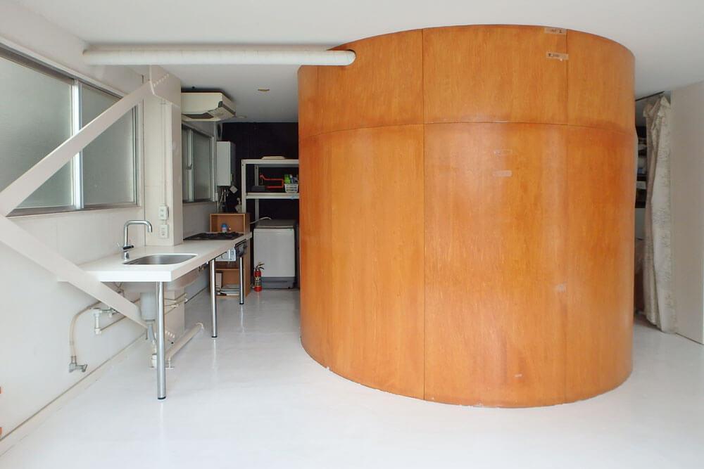 キッチン、その奥に洗濯機置き場