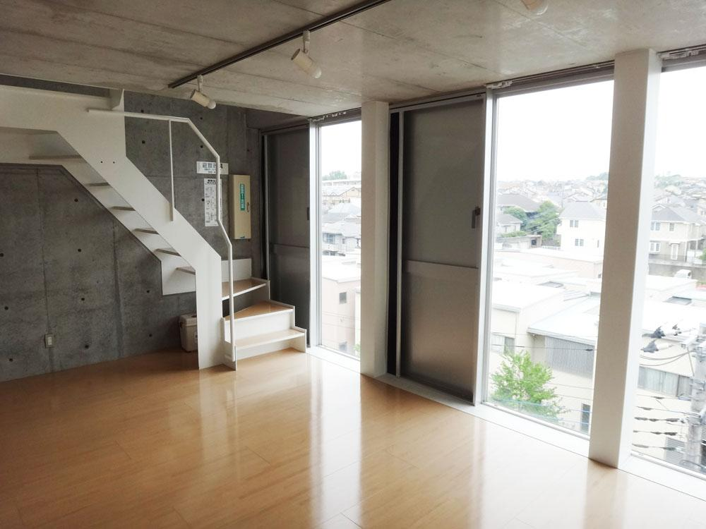 階段を上がるとリビングのある階へ。