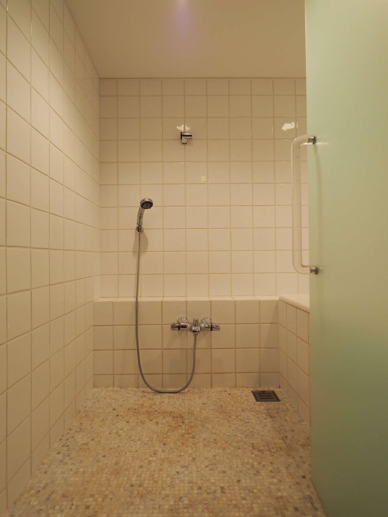 こちらがメインの浴室
