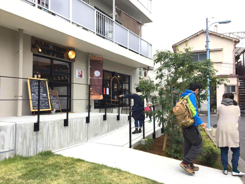 入口で営業している焙煎珈琲屋さんも人気あります。