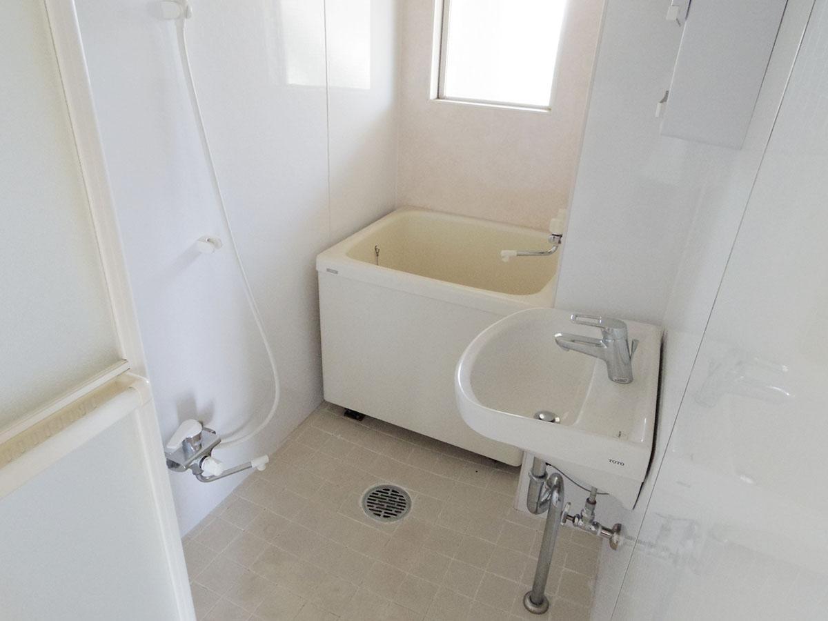 浴槽はコンパクト