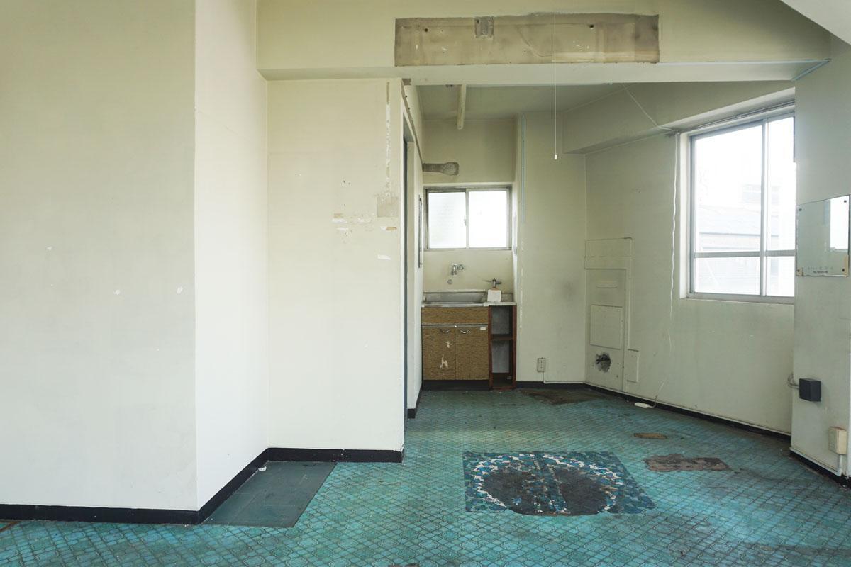 3階 奥に小さな流し台あり