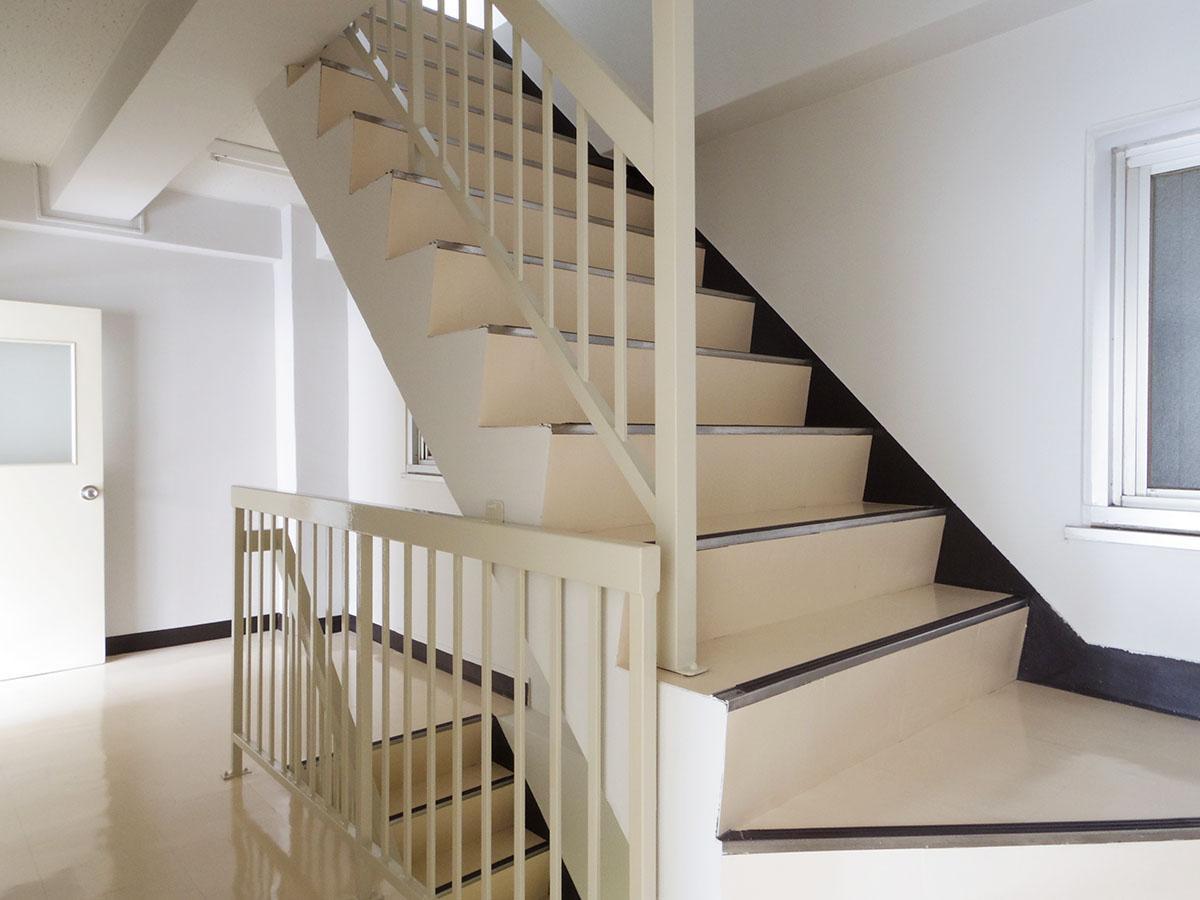 階段は少し急