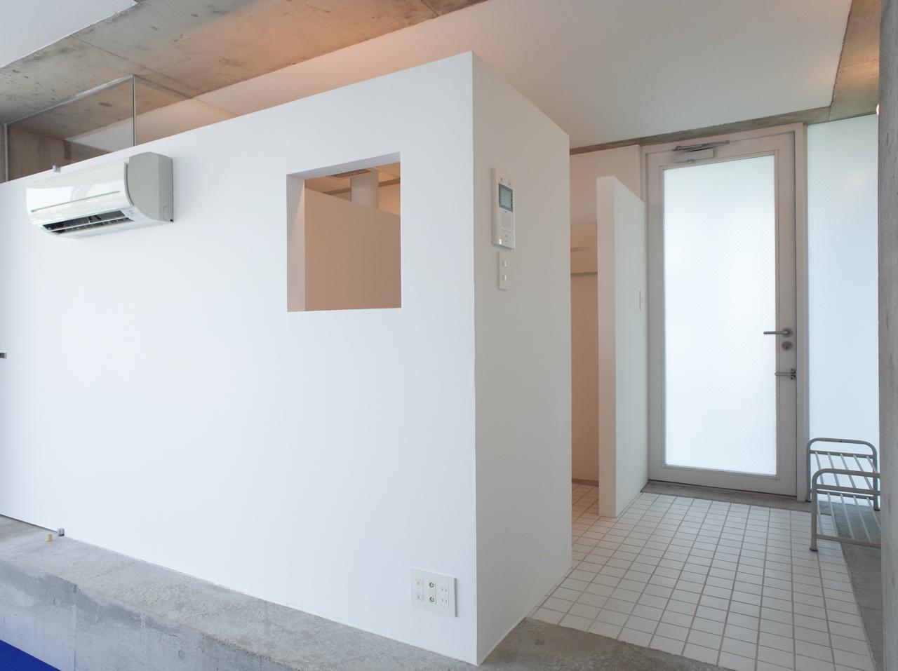 左手の空間は、キッチンや水まわり