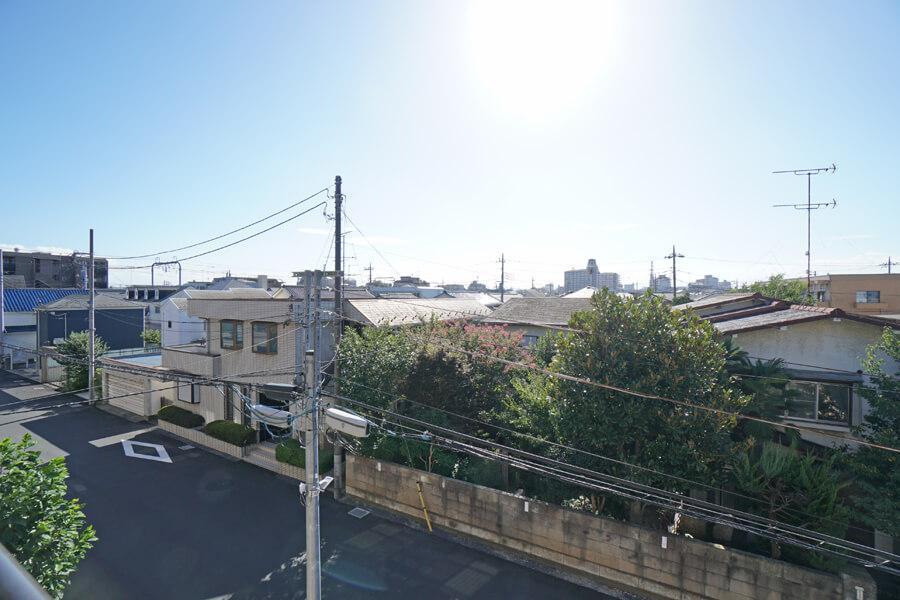 バルコニーからの眺望。空も広いです。