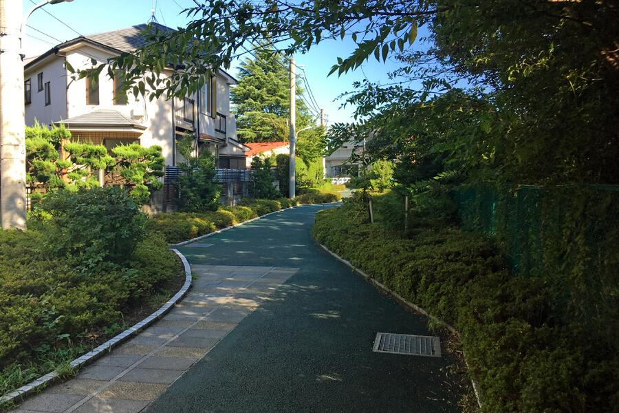 近くには緑道も。