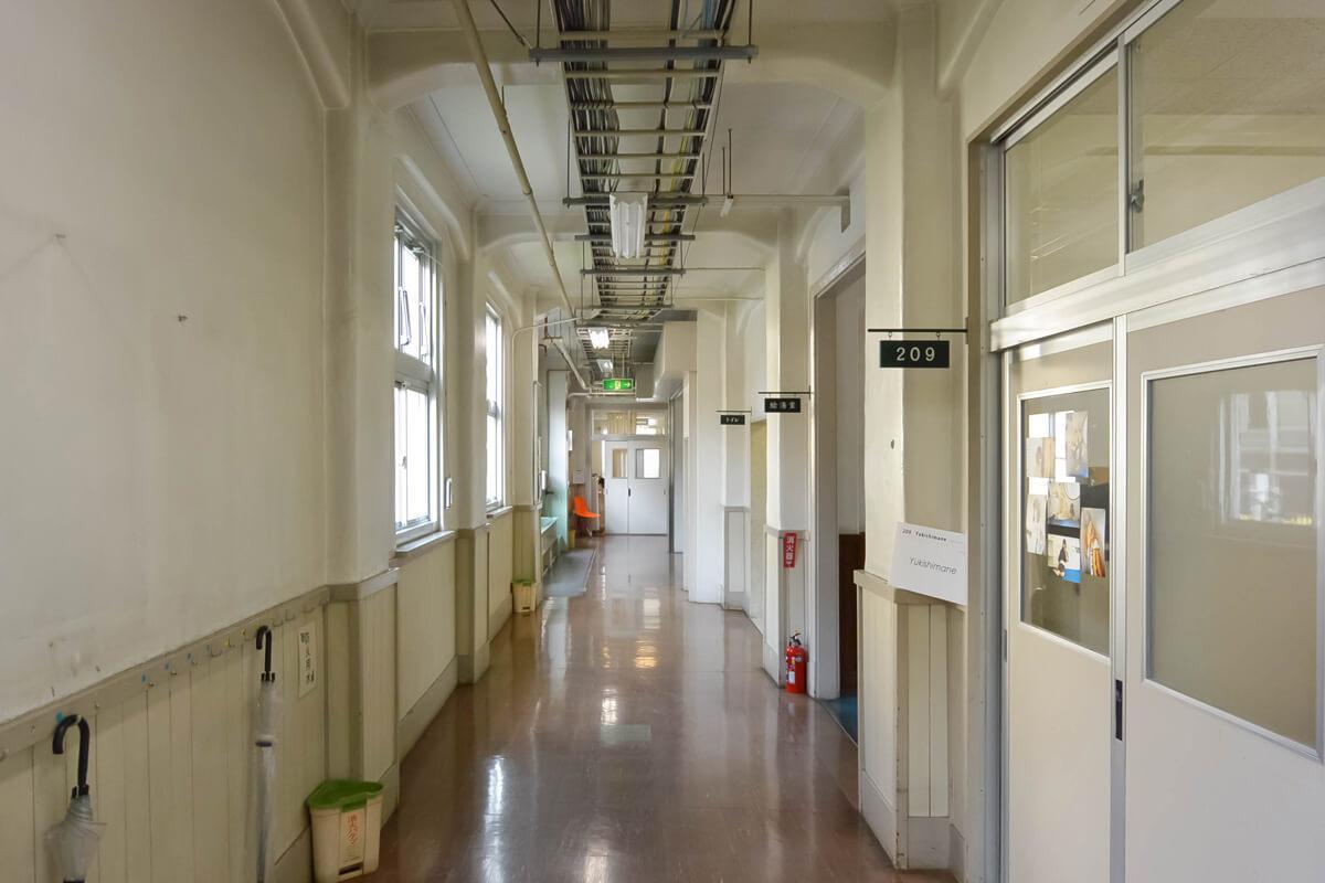 廊下。懐かしい雰囲気