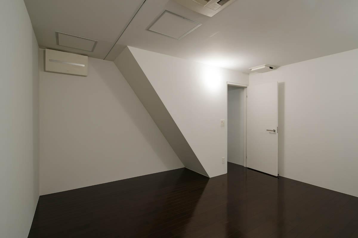 地下には窓がありません
