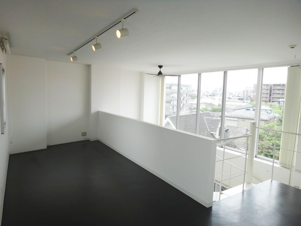 LDKの上の洋室は眺望が抜けていて、気持ちがいいです
