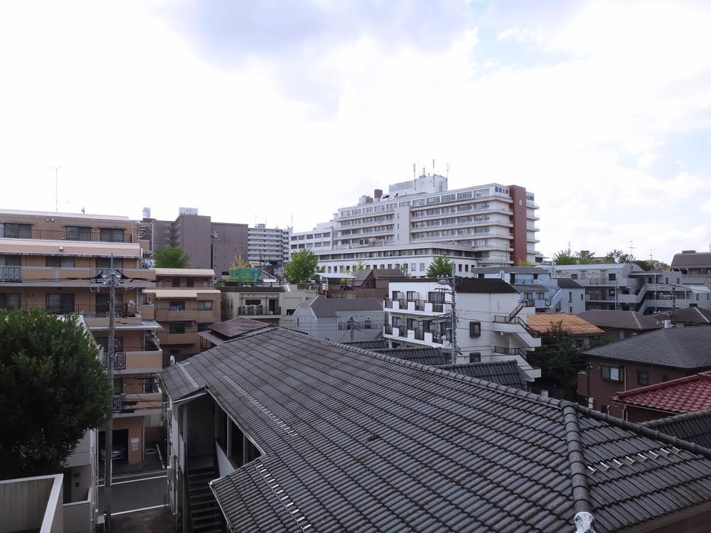 マンションは斜面に立っているので、1階でも眺望が抜けています。
