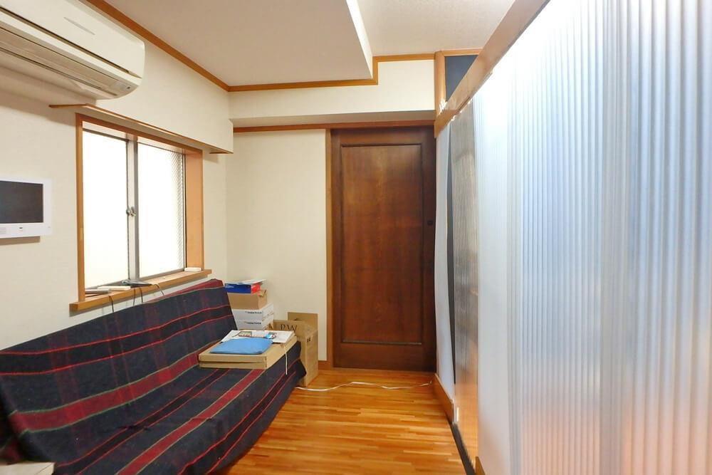 同じく4階の写真で、正面の扉の向こうは住居として使用中