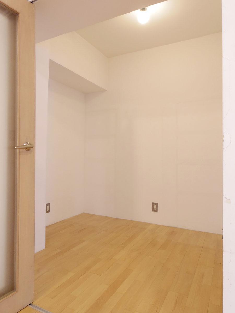 リビングと洋室の間にある、収納スペース