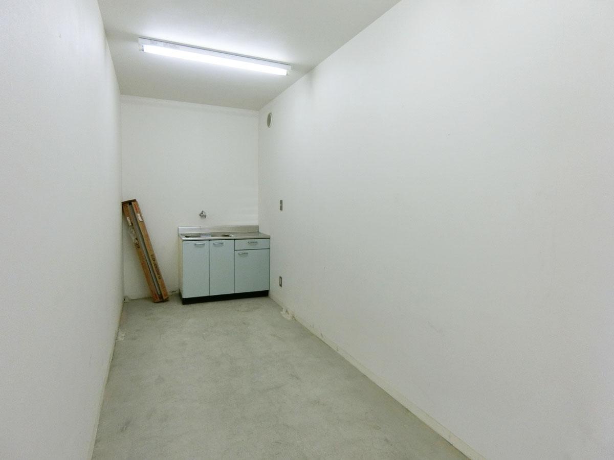 トイレの奥の空間がバックヤードになるでしょうか