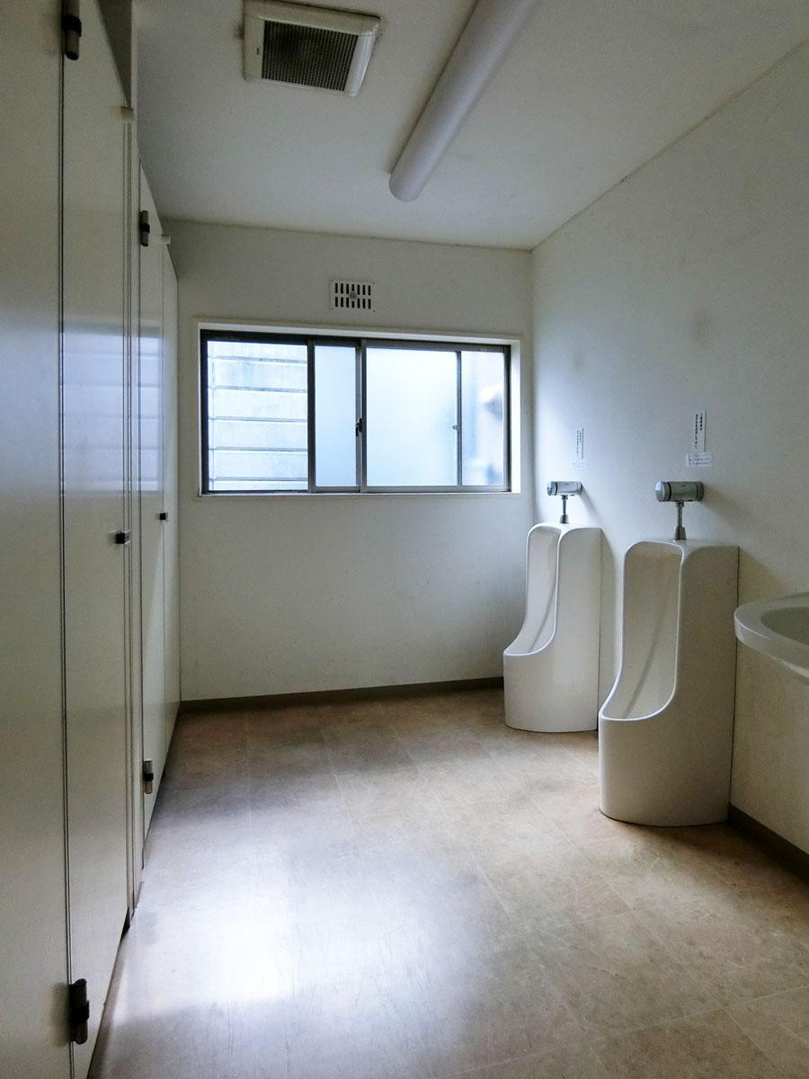共用のトイレは男子女子でそれぞれ分かれている