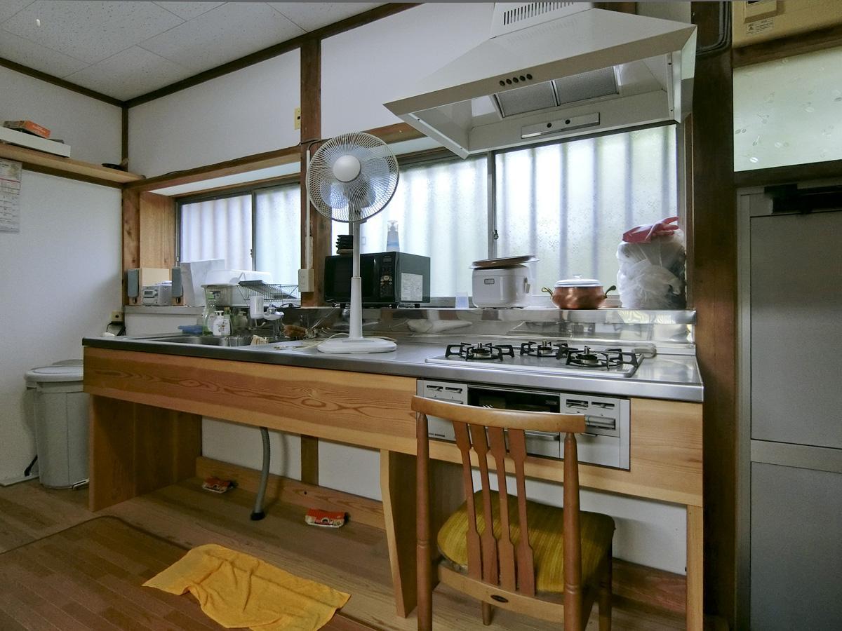 1階:新設されたキッチンやレンジフード