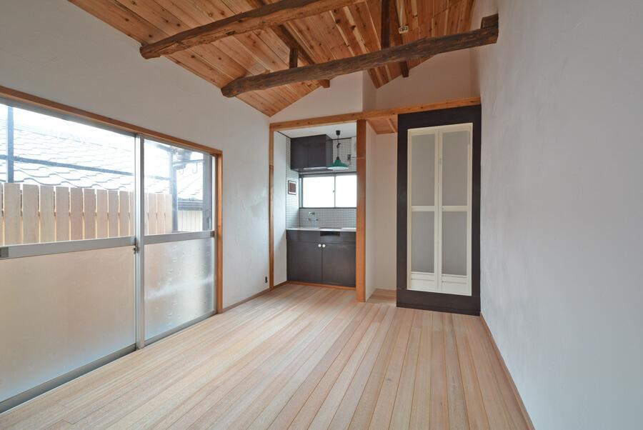 家具なしだとこんな部屋です。