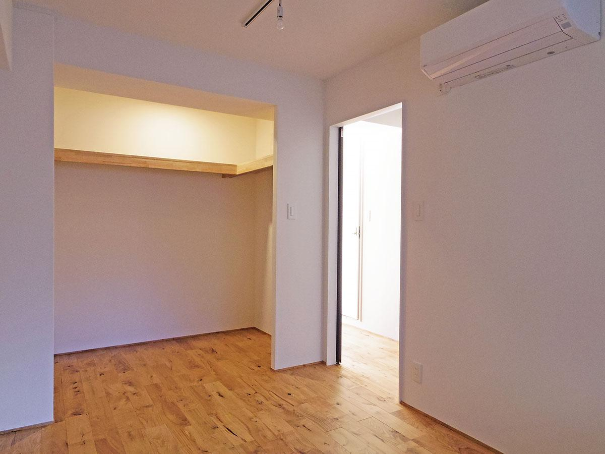 洋室。クローゼットは大きめです