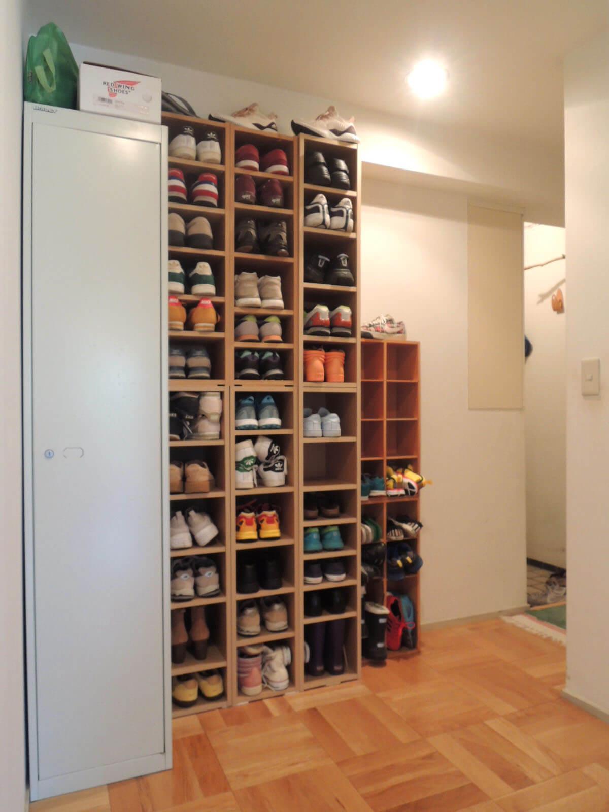 ゆったり廊下にはスニーカーコレクションが!