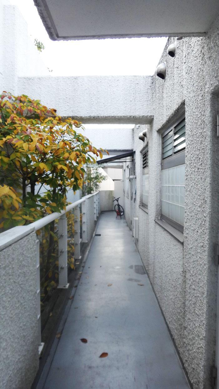 共用廊下は外部