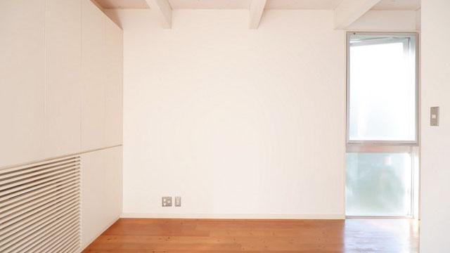 左手の壁面は、一面収納
