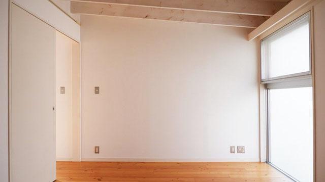 3階は勾配天井になっていて、天井が高い