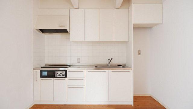 キッチンはIHコンロ、収納も多めで使い勝手が良さそう