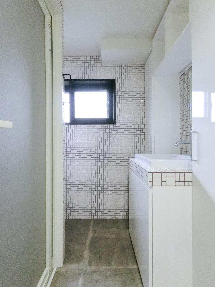 203号室:他の区画よりも小さめ(奥がトイレ)