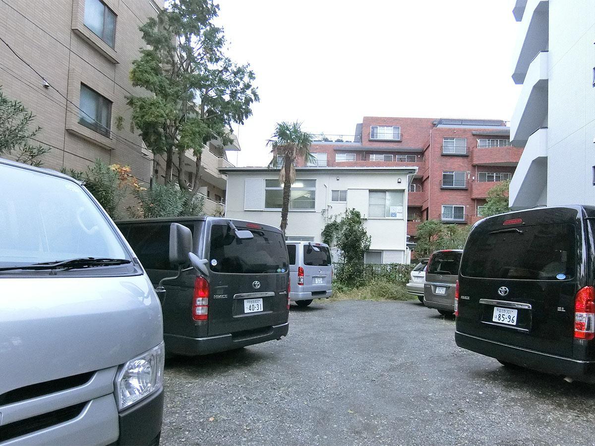 物件の前の敷地は駐車場です