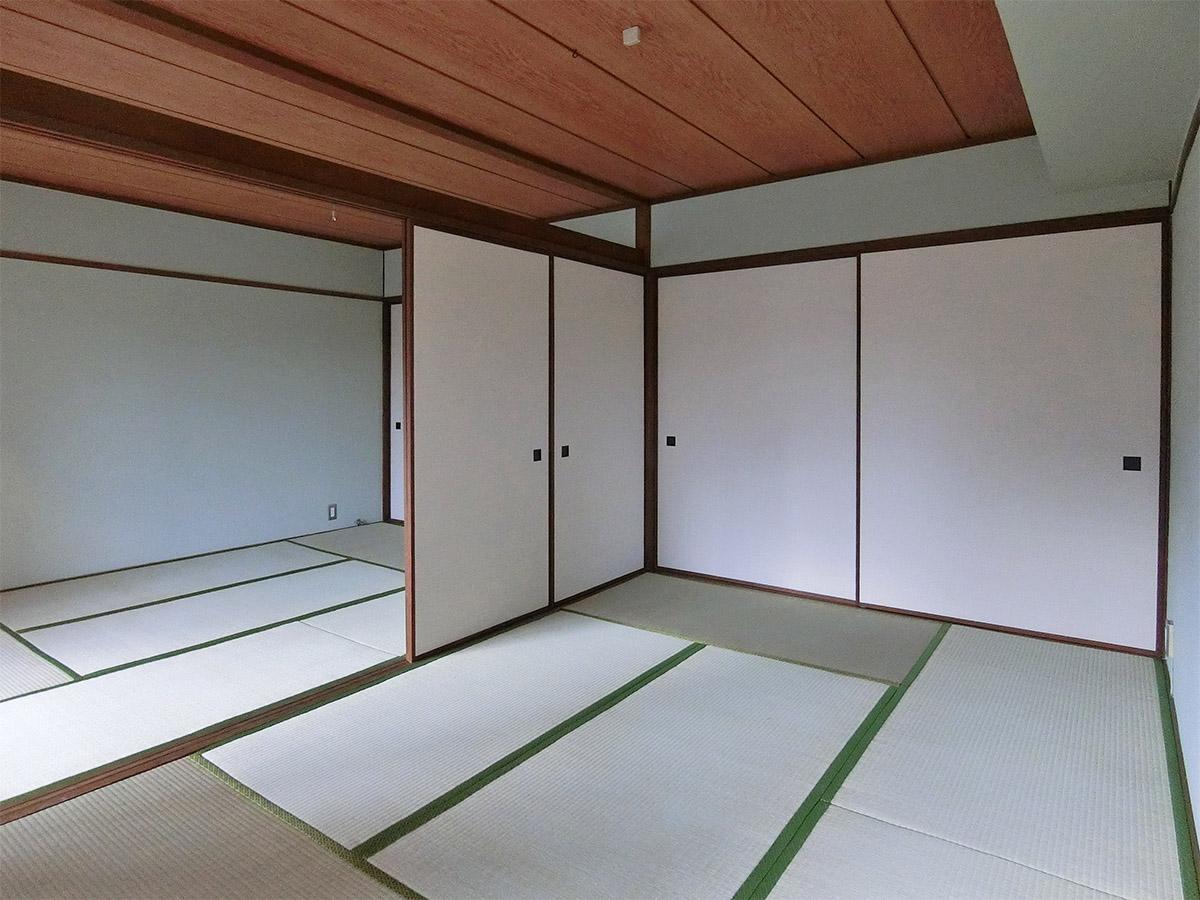 間仕切りを取れば、広々12畳の和室。押し入れも十分な大きさ