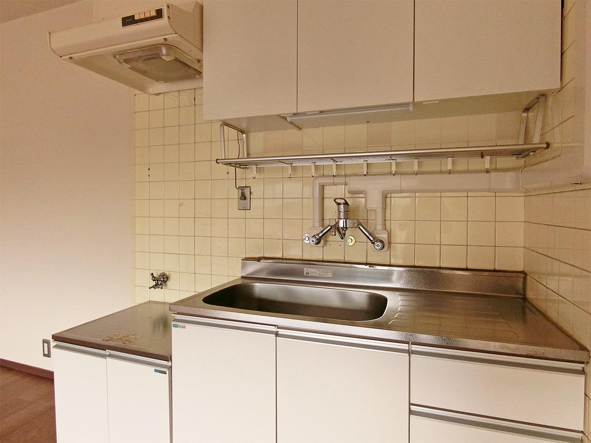 キッチン。ガスコンロは設置が必要